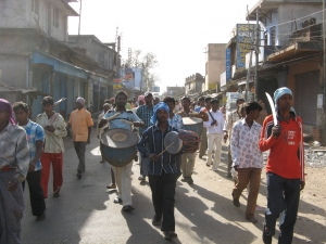 adivasi-drummers-in-the-march